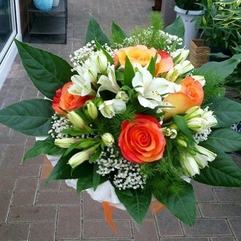 Mazzolini di fiori freschi da sposa