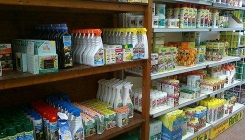 Prodotti, concimi e fitofarmaci per la cura del verde