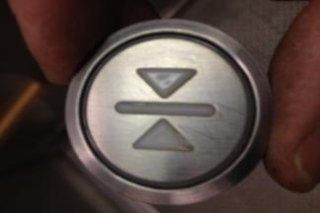 sostituzione pulsantiera ascensori Milano