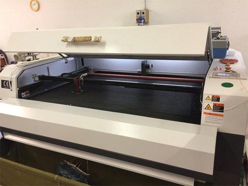 macchina taglio laser tessuti