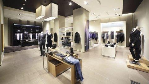 Arredamenti per negozi brescia lineaquattro for Negozi arredamento brescia