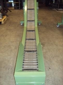 conveyor belt with metallic decks