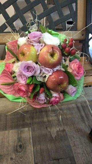 bouquet fiori e frutta