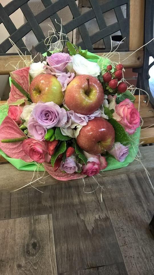 Bouquet frutta e fiori