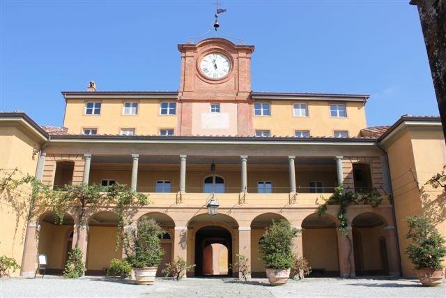 facciata di un edificio storico