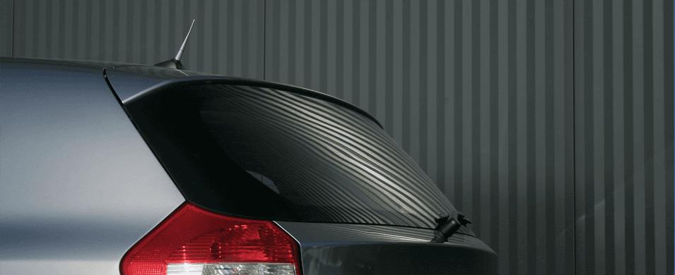vista del fanale sinistro di una macchina