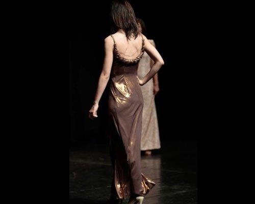 Abito bronzo dettaglio di schiena