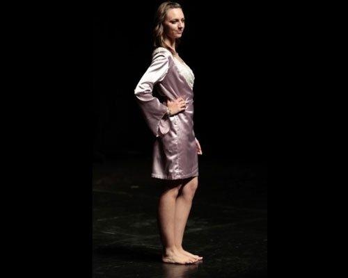 Dettaglio vestaglia raso rosa