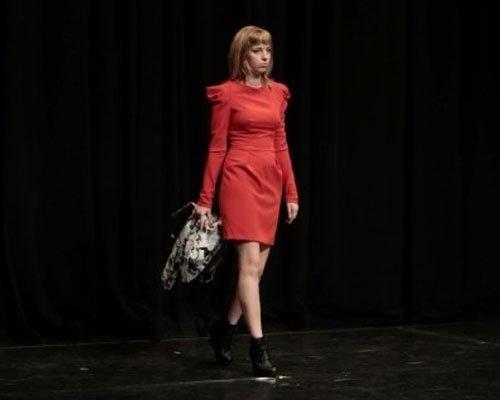 Vestito rosso con maniche lughe