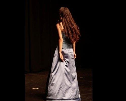 Particolare schiena vestito con corpetto color lilla