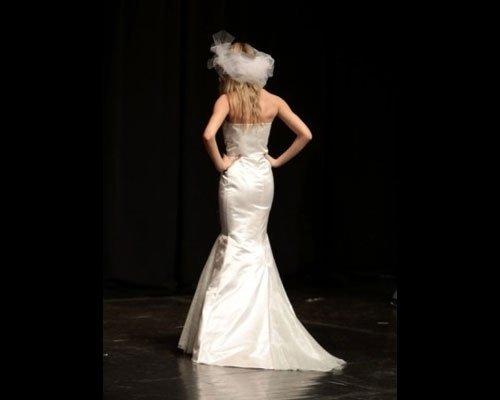 Retro abito da sposa a sirena con cappello