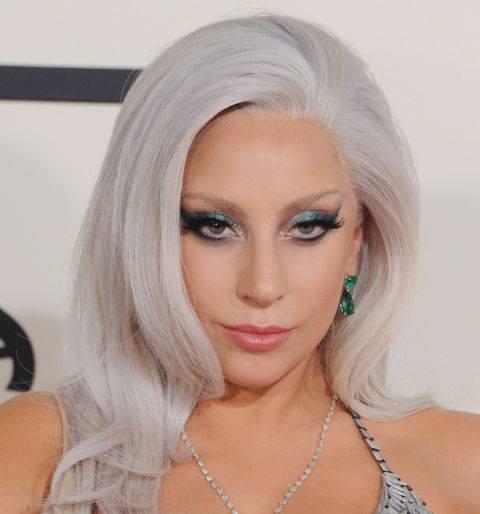 Lady Gaga con i capelli bianchi