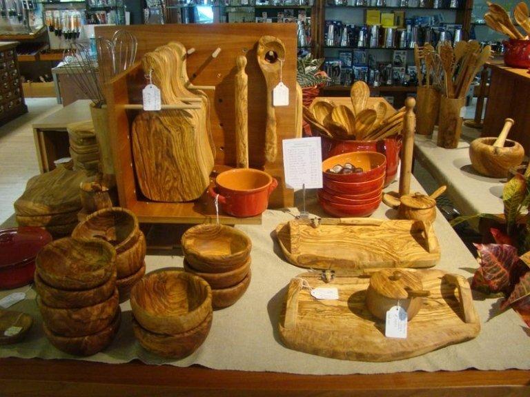 Taglieri e ciotole in legno d