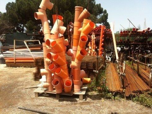 tubi in plastica arancioni