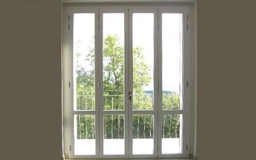 una porta finestra