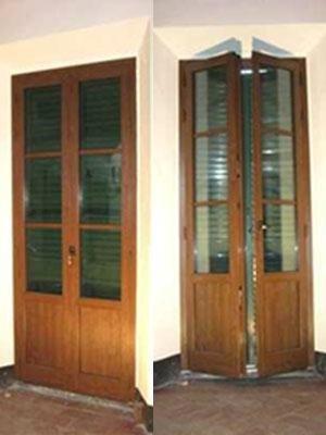 due porte finestre in legno