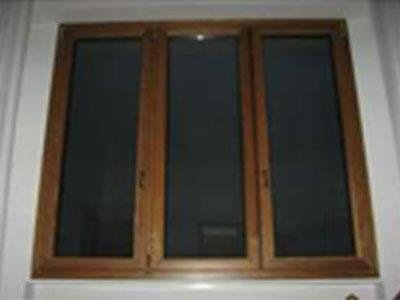 tre finestre in legno