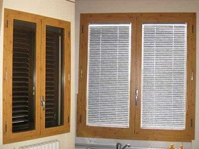 delle finestre in legno con le persiane chiuse