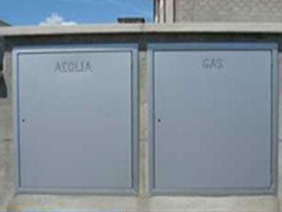 un armadietto dell'acqua e uno del gas