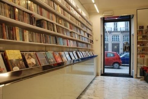 Allestimento spazio libreria