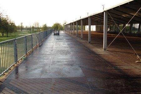 Particolare-la balconata esterna completa di parapetti