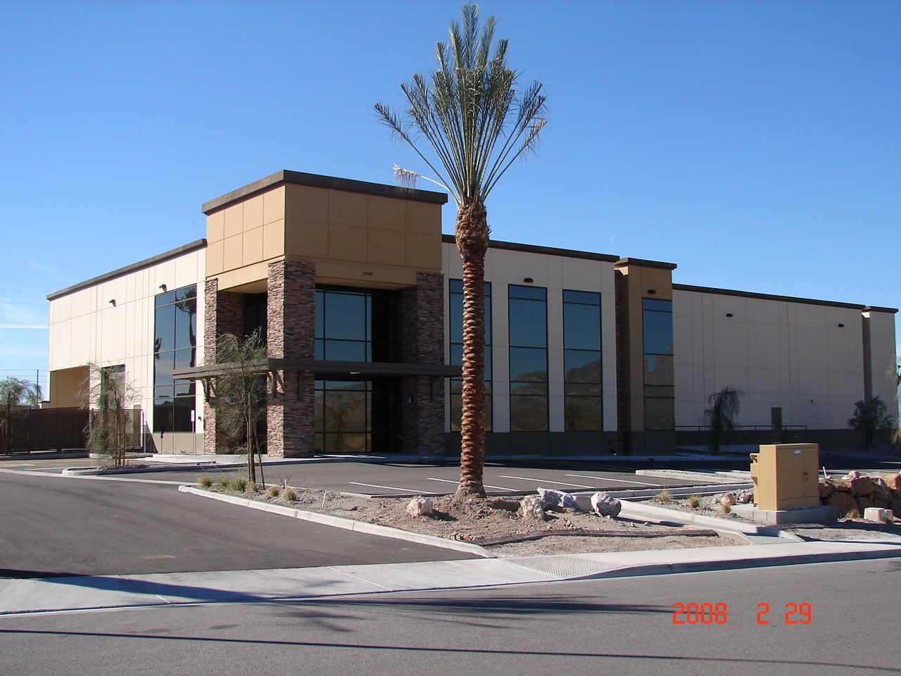 Glass installed at the commercial building in Lake Havasu City