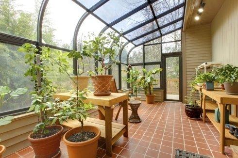 veranda con piante e vasi