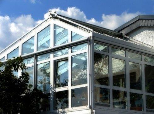 veranda trasparente con tetto spiovente