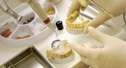 trattamento di sbiancamento, igienista dentaleassistente di poltrona, visita di controllo