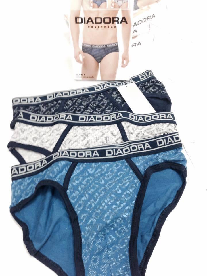 tre paia di mutande blu,bianche e nere della marca Diadora