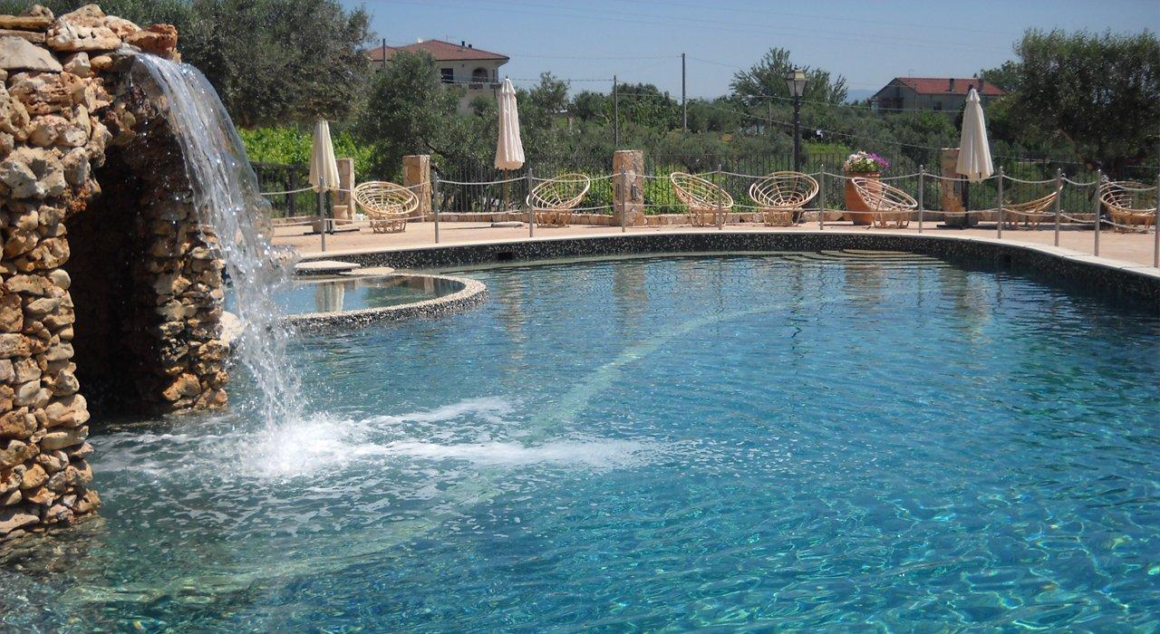 piscina con grotta