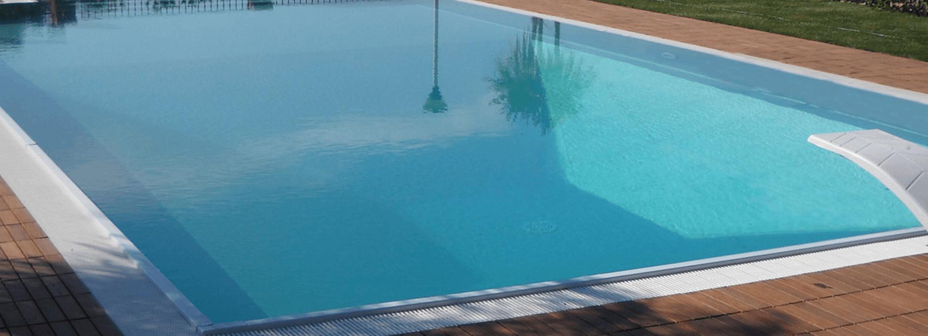 piscina all`ombra
