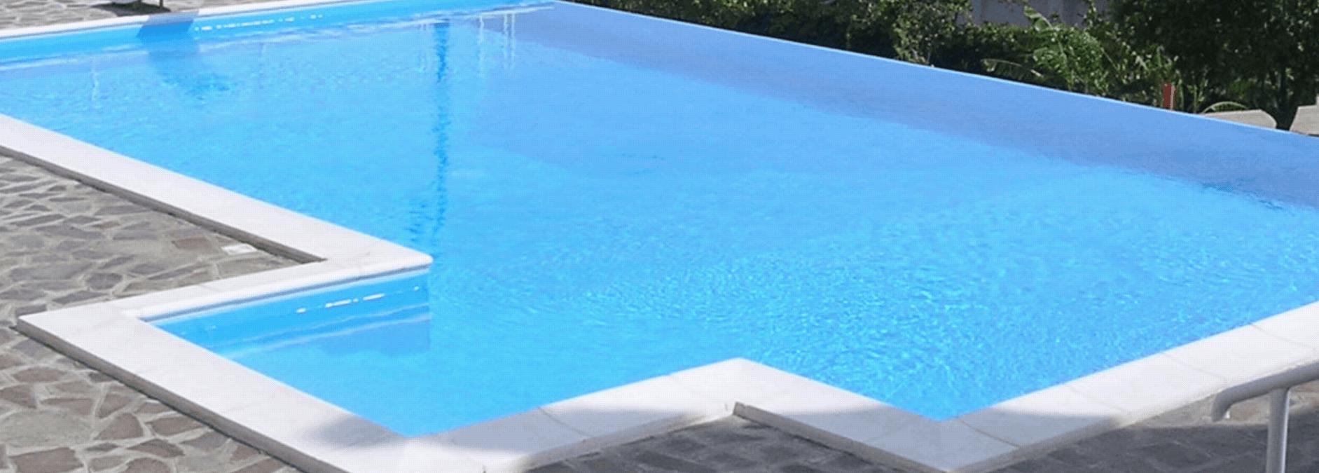 piscina forma astratta