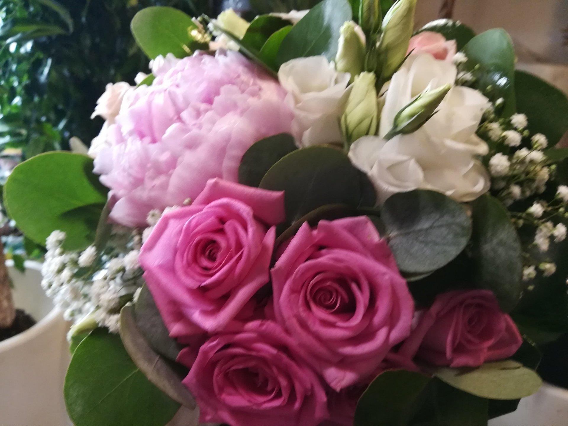 Bouquet di fiori e rose