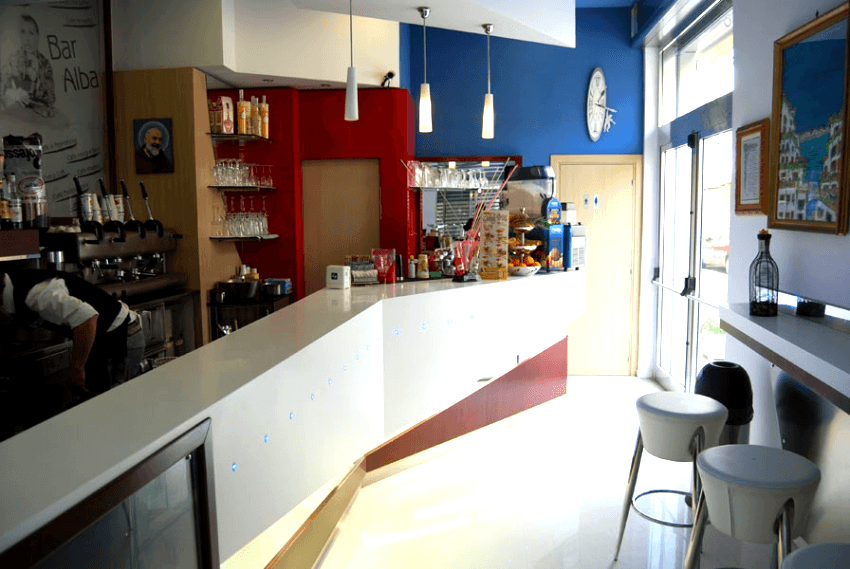 arredamento realizzato per bar