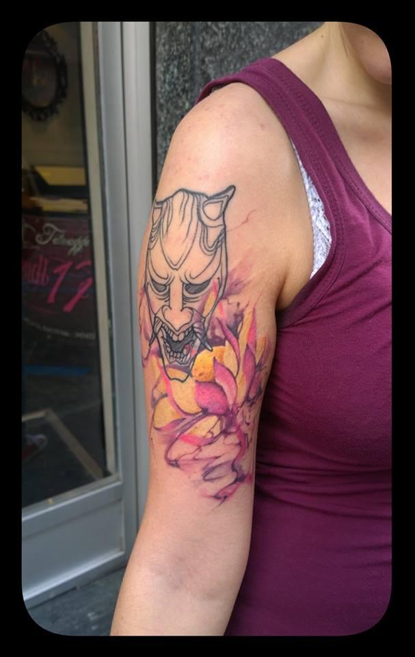 tatuaggio su spalla
