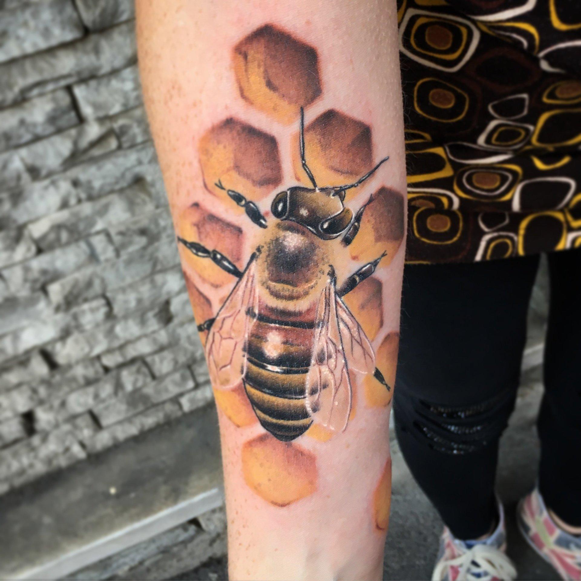 tatuaggio di ape