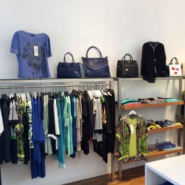 negozio di abbigliamento e accessori per donna
