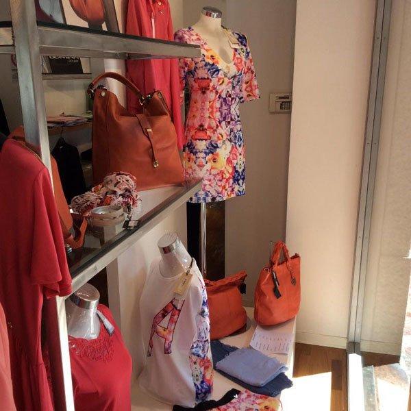 vendita abbigliamento e accessori donna