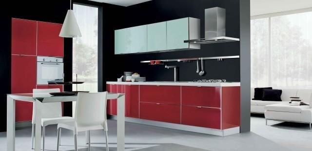 Cucina laminato lucido con profili alluminio