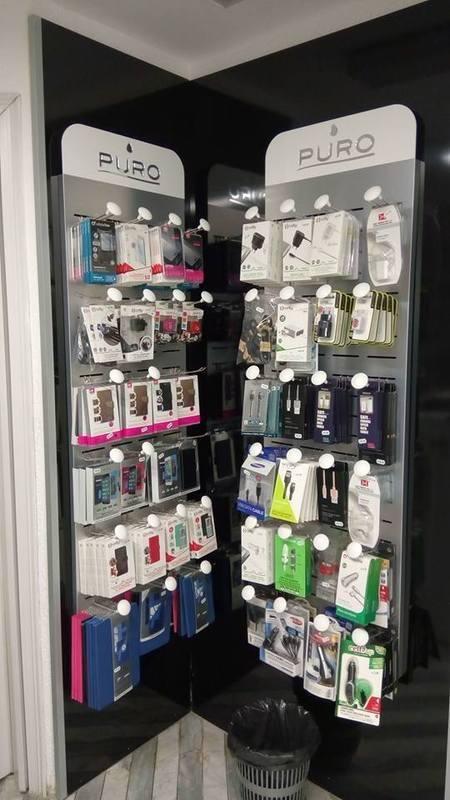 Accessori per cellulari in un negozio