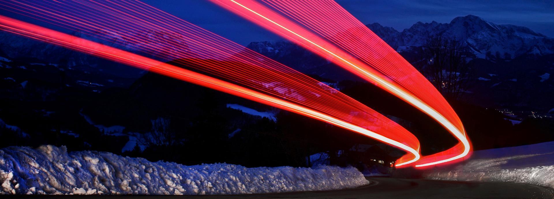 La velocità della luce rappresentata con leds rossi