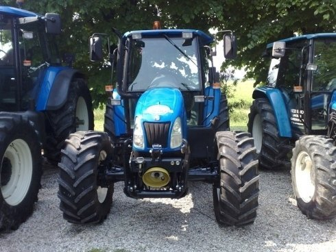 trattore blu