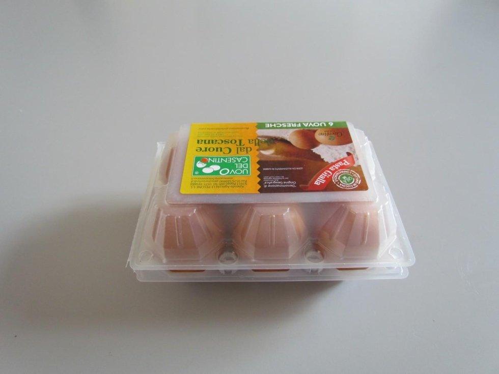 uova allevate in gabbia pasta gialla del Casentino