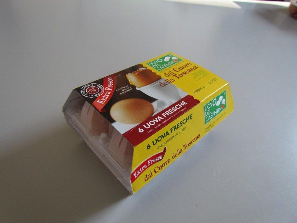 Uova da allevamento in gabbia extra fresche del Casentino