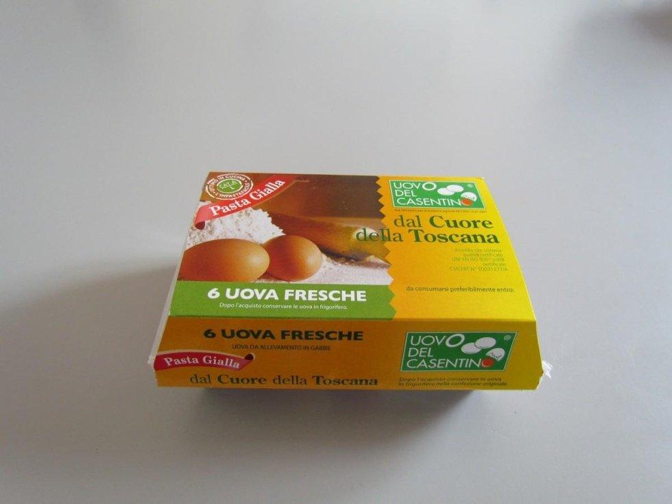 uova allevate in gabbia L pasta gialla del Casentino