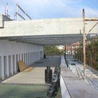 installazione rivestimento di una palazzina