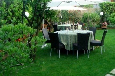 Giardino esterno attrezzato