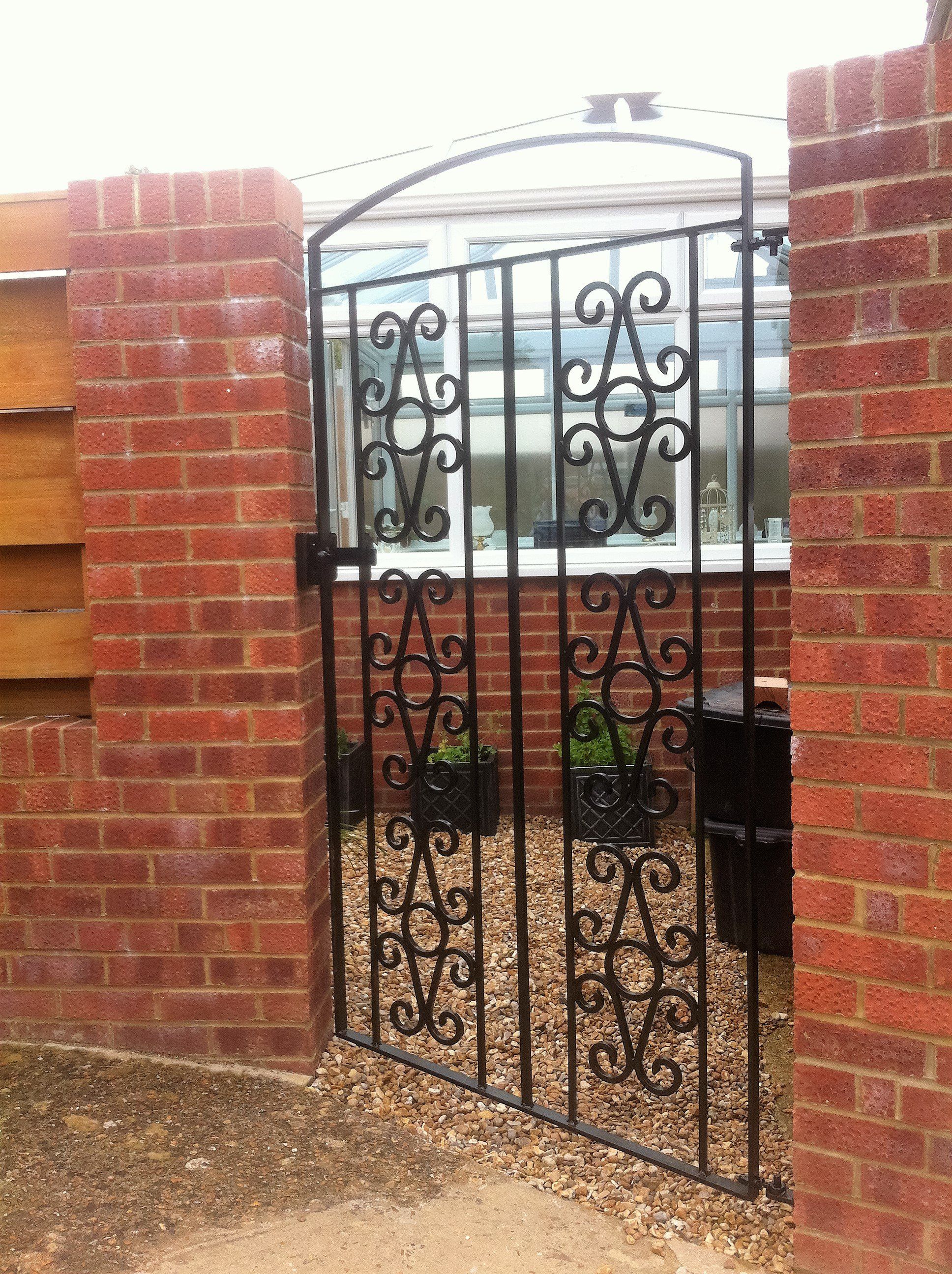 Side gate designs