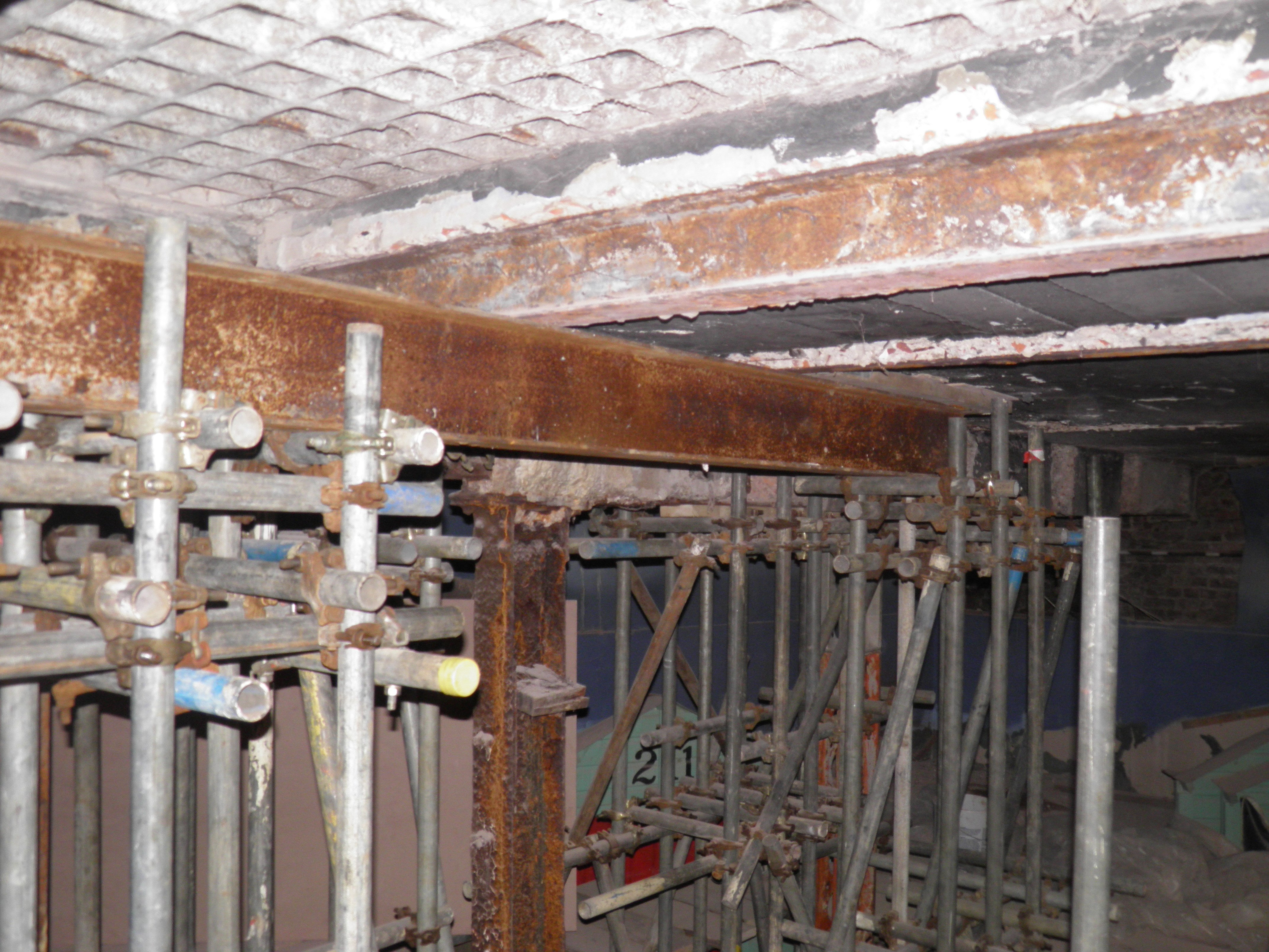 scaffolding beams